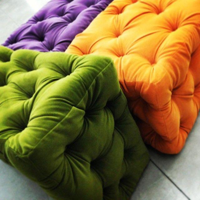 #arnaboldi  #tappezzieri #cantù #arnabolditappezzieri #soft #colori #relax #geometrie #contrasti #arancione #verde #viola #interior #design
