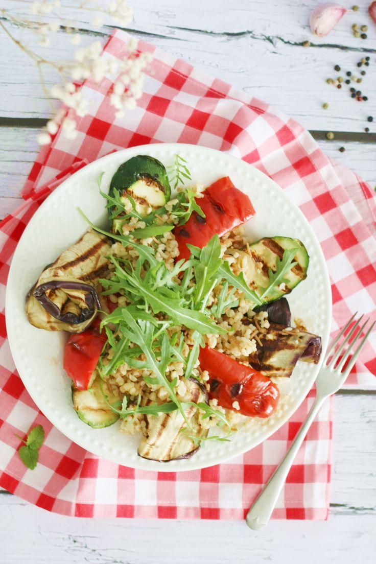bulgur with grilled vegetables and rocket salad