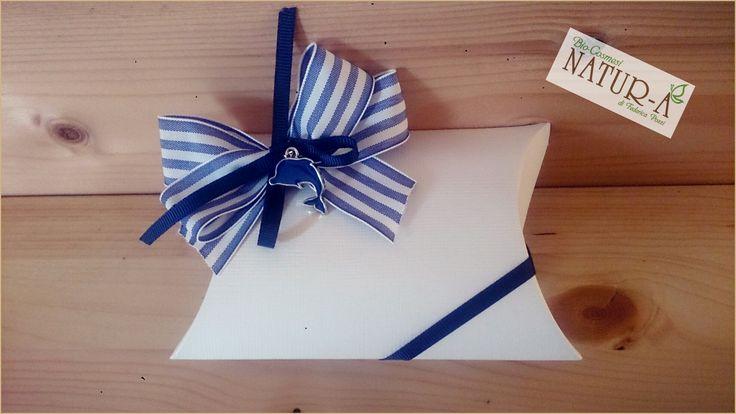 Scatola bomboniera seta/avorio portasaponetta, fiocco blu e nastro a righe 🎀 con ciondolo delfino 🐬❤