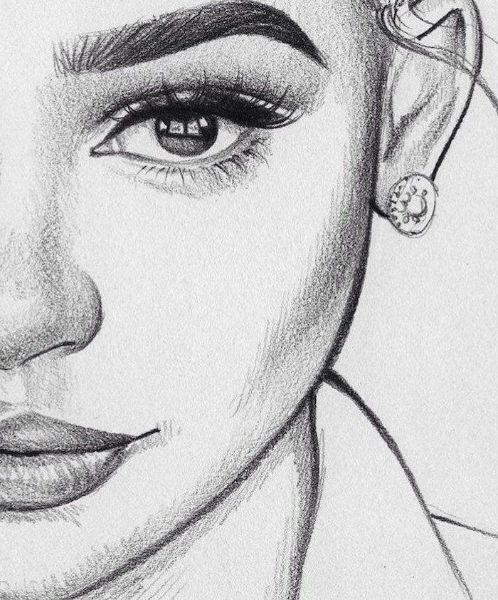 Close Up Of A Female Face Drawing How To Draw A Face Full Lips And Big Eyes Em 2020 Arte Em Caderno De Esboco Esbocos Da Arte Desenho Nariz