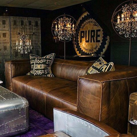 Leather couch man cave bachelor pad living room ideas for Living room designs for bachelors