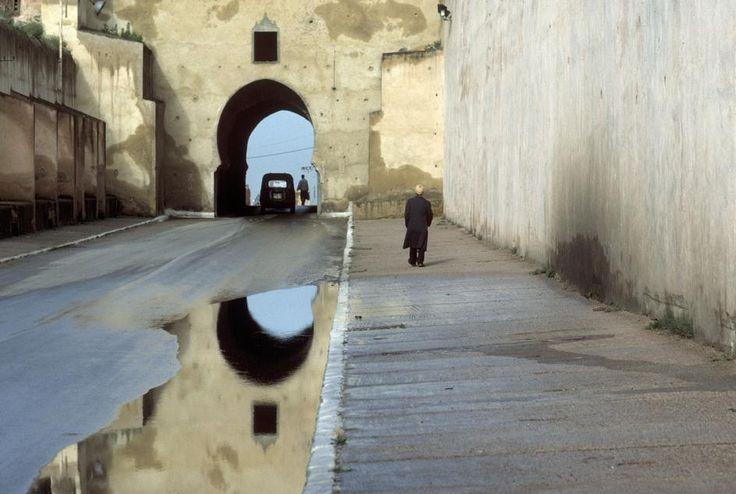 bruno barbey - morocco. meknes. er rih gate. 1998. (magnum photos)