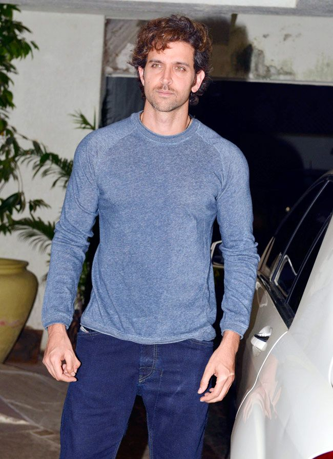 Hrithik Roshan at Sonali Bendre and Goldie Behl anniversay bash.