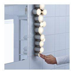 IKEA - SÖDERSVIK, Wandleuchte, LED, , Gleichmäßige Helligkeit, bestens geeignet, um Spiegel und Waschbecken zu beleuchten.Perfekt als beidseitige Spiegelbeleuchtung für blendfreies Licht beim Schminken, Rasieren usw.Mit Berührungsdimmer in zwei Stufen - zum Verändern der Leuchtstärke einfach leicht antippen.Leuchtdioden verbrauchen ca. 85 % weniger Energie und halten 20-mal länger als Glühlampen.