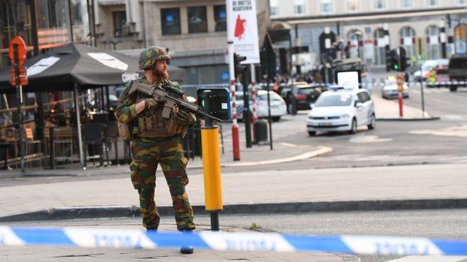 Diario En Directo: DE ULTIMO MINUTO↔ Bélgica: la policía evacúa la es...