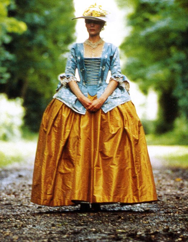 Dangerous Liasons. (1988) Madame de Tourvel (Michelle Pfeiffer) desing de  James Acheson(Oscar vestuario 1989)