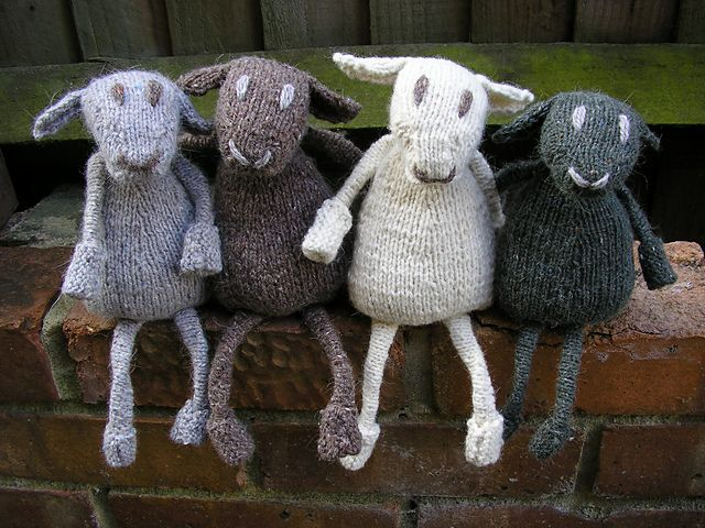 Knit sheep toys. Free pattern.