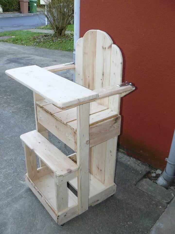 Chaise haute en bois de palette chaise banc for Chaise haute bois evolutive