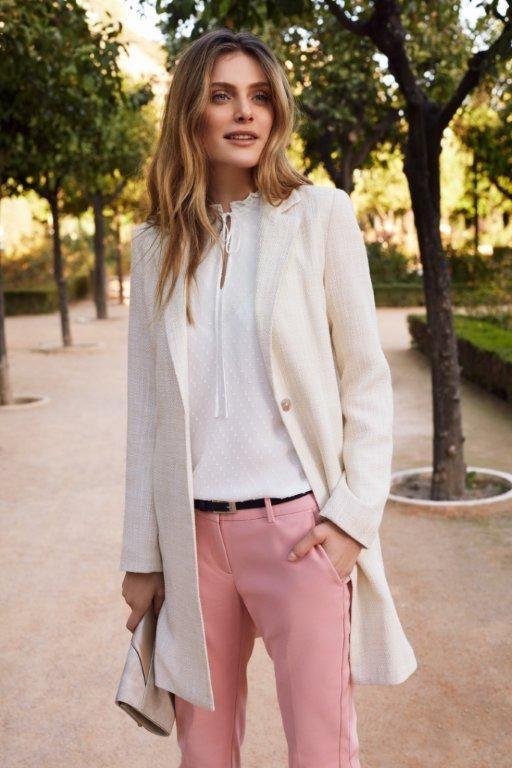 Kampania TOP SECRET wiosna 2017 spring 2017 ss17 pink pants white coat biały płaszcz na wiosnę romantic outfit