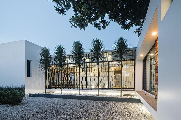 Casa Nochebuena | Dionne Arquitectos | #landscape #house #marble #garden #outdoor #design #facade #lattice