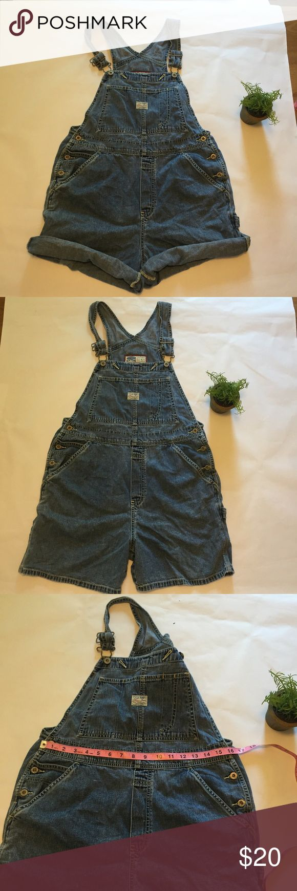 Old navy overall shorts Sz M Old navy overall shorts Sz M Old Navy Shorts