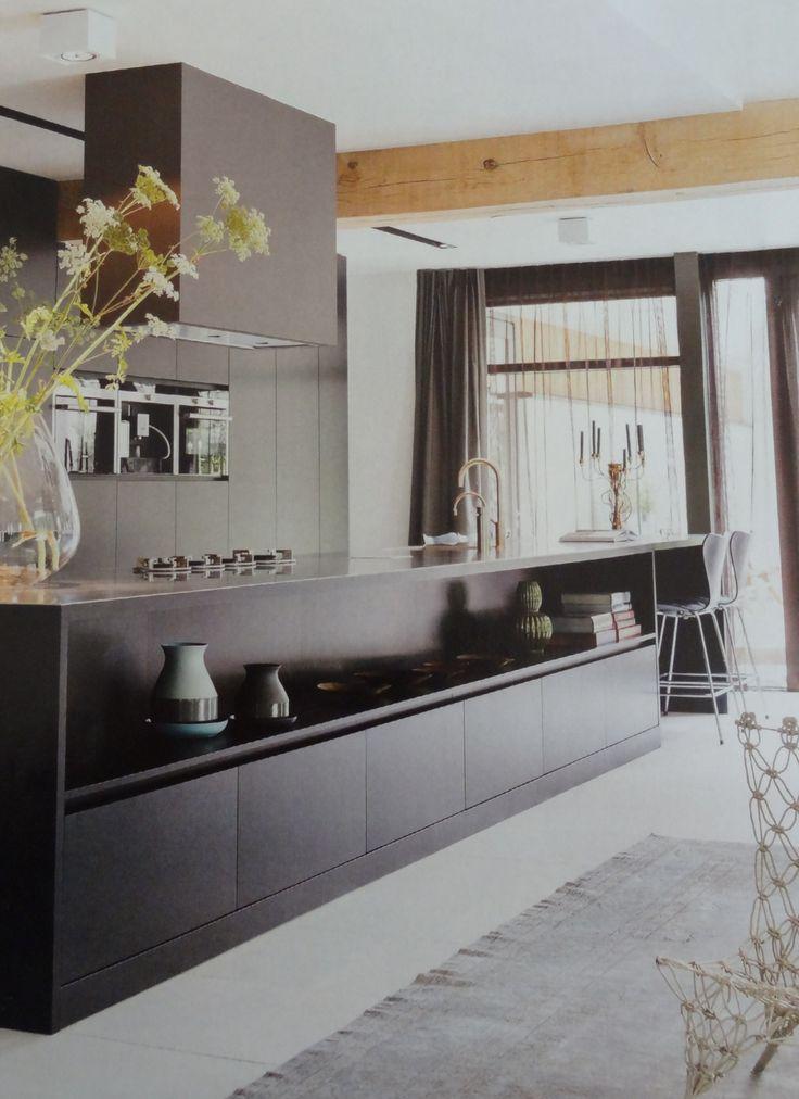 Slim en mooi, kookeiland met ook een woonkamer functie. (Stijlvol wonen.)