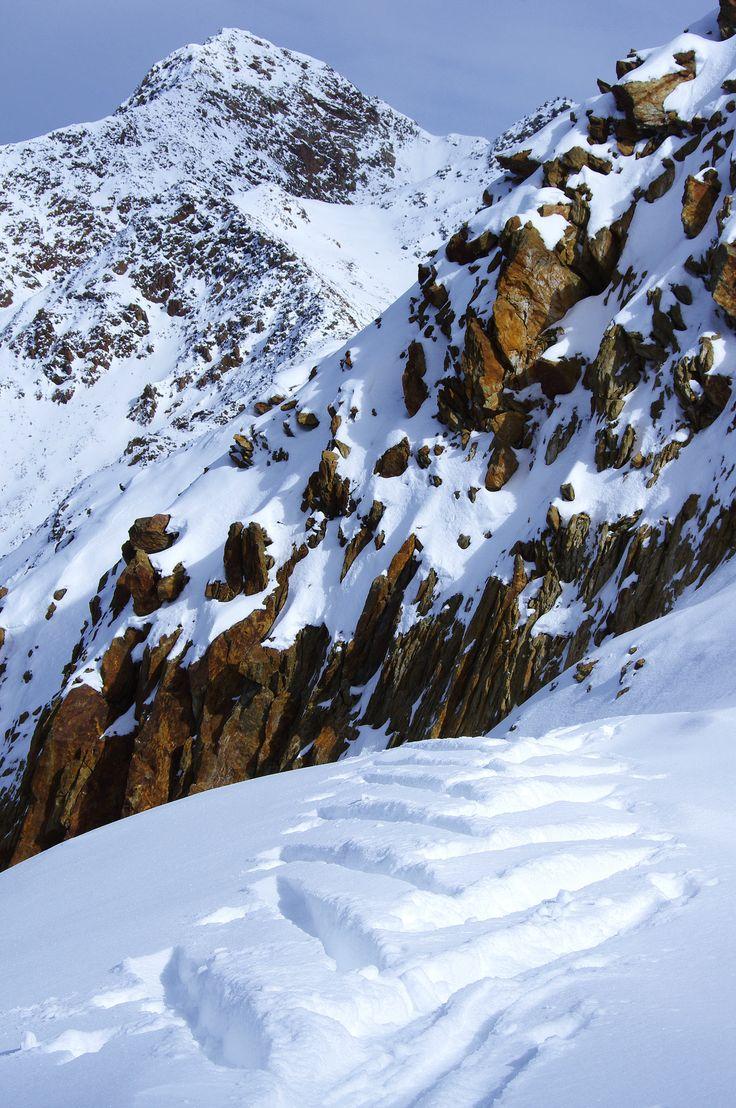 PERSONAL TRAINING | VAL SENALES | SNOWCAMPITALY | Della serie, mi porto gli sci da all mountain perché voglio fare un po' di gamba in pista. Ma poi, alla vista delle condizioni dei giardini dell'ardimento, non sono riuscito a resistere. http://www.snowcamp.it/?p=6414