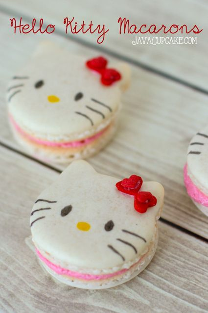 Pour la fête de Bécca Hello Kitty Macarons - Recipe & Tutorial | JavaCupcake.com