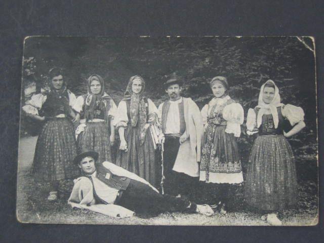 Rusava na Hané, 1915 - definitely not Haná, Rusava is definitely Valašsko  - presumably because it falls into the Kroměříž district, someone thought it's got to be Haná. (The lady second from the right appears to be wearing a costume from Slovácko)