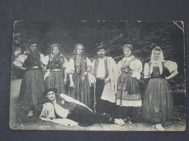 Rusava na Hané, 1915 - definitely not Haná, Rusava is definitely Valašsko  - presumably because it falls into the Kroměříž district, someone thought it's got to be Haná. (The lady second from the right appears to be wearing a costume from Slovácko)