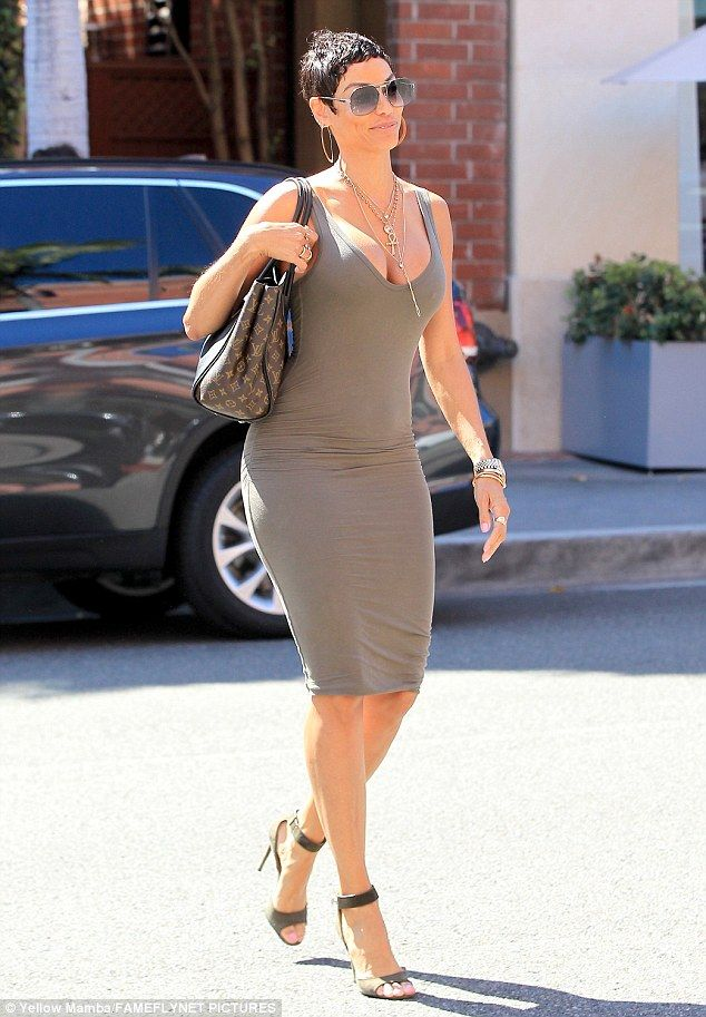 Beverly Hills shop! Nicole Murphy looked fab as she stopped off for a mani-pedi before grabbing a juice on a sunny Monday in LA