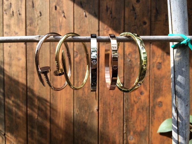 Bracciali modello:C.Love ChiodoDisponibili in tre varianti entrambi i mofelli. Specificare il colore durante l'acquisto.