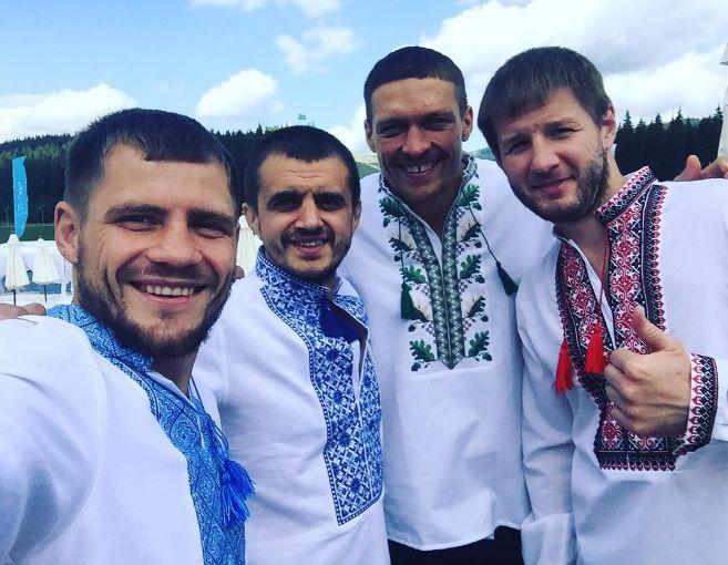 День Независимости Украины - известные украинские боксеры опубликовали яркое фото в вышиванках - Александр Усик, Денис Беринчик, последние новости бокса | Спорт Обозреватель 24 августа
