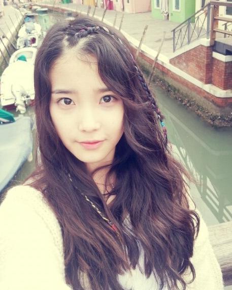 IU cute braided hairstyle