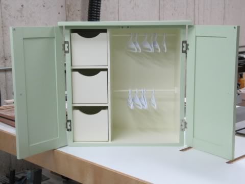 Doll Wardrobe : I need to make one for A.