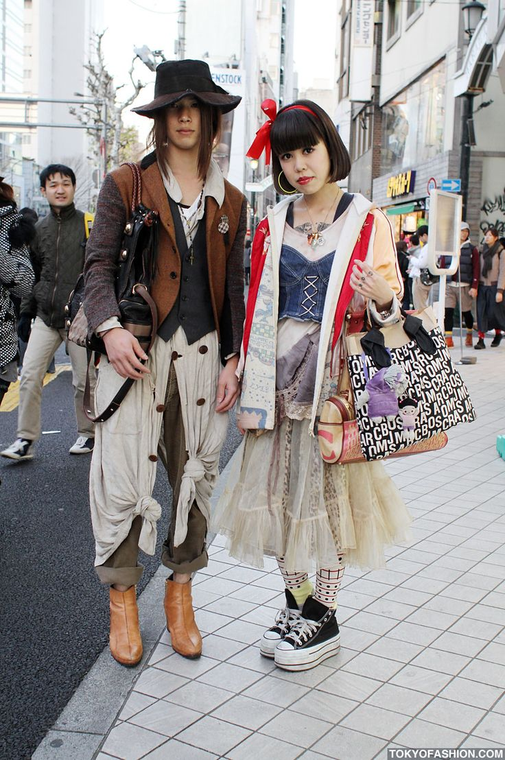 Harajuku Girls Fashion | FRUiTS Mix vs. Christopher Nemeth Style in Harajuku A modern Snowhite version, love it!