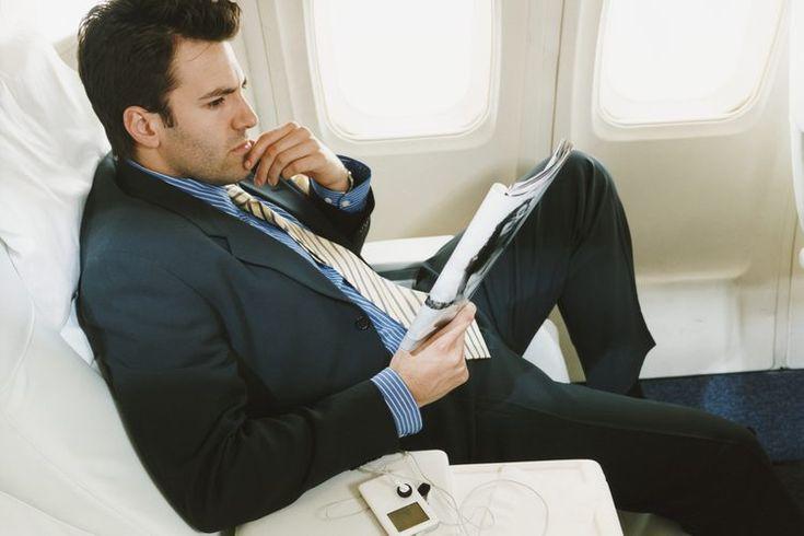 Consejos para superar el miedo a volar. El miedo a volar es un trastorno de ansiedad y es bastante común. Se estima que hasta un 50% de las personas tienen miedo a volar o al menos experimentan ansiedad durante parte de un viaje en el aire, informa AirSafe.com. Sorprendentemente, incluso hasta el ...