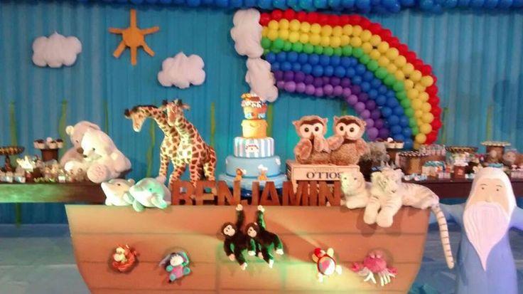 Esse foi o cenário do bolo da festa de 1 ano do meu Benjamin, tema A Arca de Noé