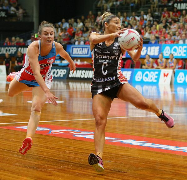 Kim Ravaillion of the Magpies catches the ball during the round six Super Netball match between the Swifts and the Magpies at Sydney Olympic Park Sports Centre on March 26, 2017 in Sydney, Australia.