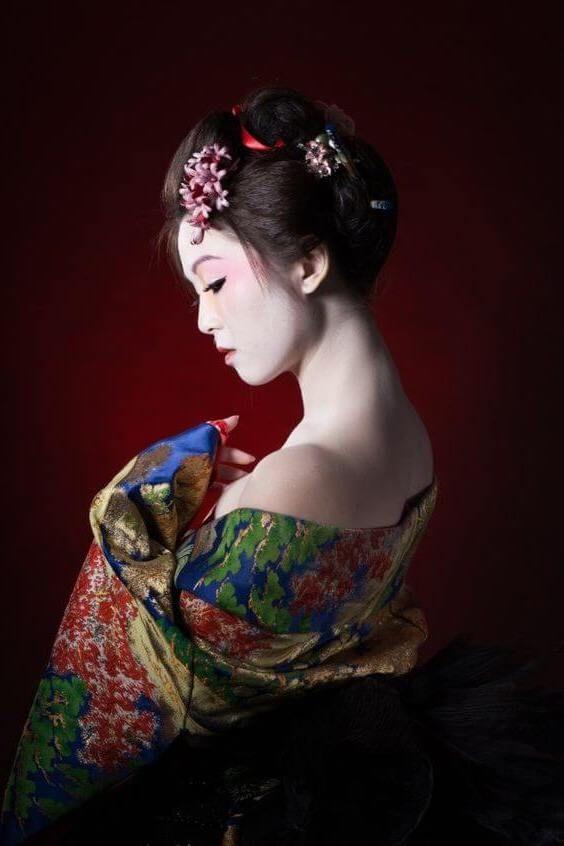 Les coiffures de geisha. Vêtements et style unique