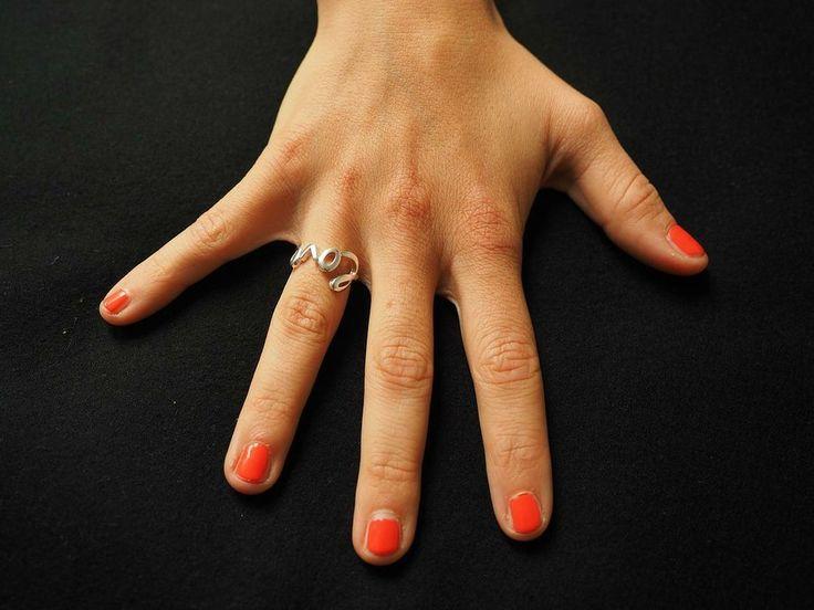 En qué consiste la Enfermedad de Raynaud | Salud.-La enfermedad de Raynaud es un dolor en los dedos de las manos y los pies, las orejas y la nariz, por las temperaturas frias o las emociones, causado por espasmos vasculares que bloquean el flujo sanguíneo de los dedos.