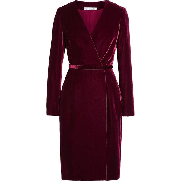 Oscar de la Renta Velvet wrap dress (30,365 MXN) ❤ liked on Polyvore featuring dresses, oscar de la renta, vestidos, платья, burgundy, slim fit dress, purple velvet dress, velvet dress and purple dress