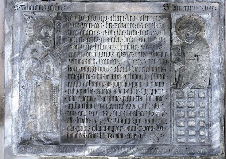 San Teobaldo di Alba, compatrono della città insieme a san Lorenzo.Agli inizi del 1100 fu pellegrino a Compostela. Nel Duomo di Alba risultavano conservati, ancora ad inizio del nostro secolo, la bisaccia di San Teobaldo, insieme ad una conchiglia, nell' urna che ne conteneva le reliquie