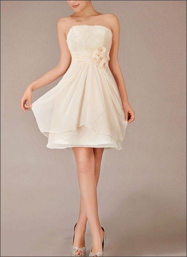 *LAFANTA Modellnummer: WD280*  Schlichte Eleganz: Das leichte Chiffonkleid ist knielang geschnitten und ideal für die standesamtliche Hochzeit geeignet. Das Oberteil ist eine schulterfreie Korsage...