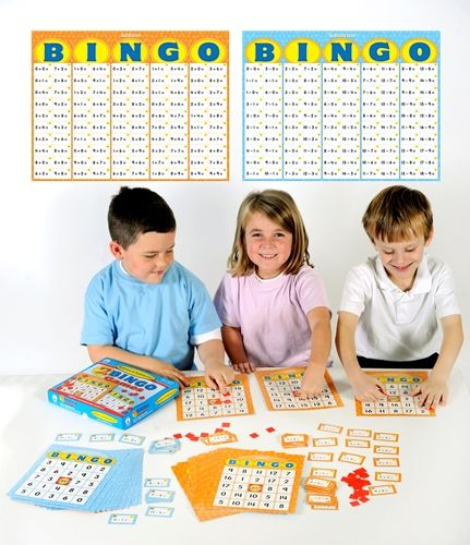 Det trenger ikke å være kjedelig å lære matematikk. Med Matematikk bingo så vil barnene få lært inn matematikk sammen med venner, klassekammerater, foreldre, besteforeldre eller søsken.