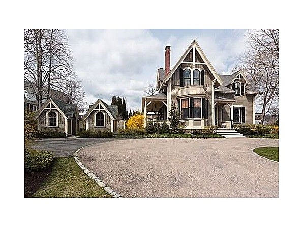 1000 images about gothic revival style on pinterest for Gothic revival homes for sale