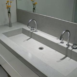 25 beste idee n over badkamer dubbele wastafel op pinterest dubbel wastafelmeubel dubbele - Bed elm massief ...
