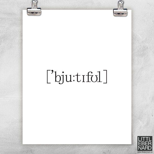 Låt oss presentera Beautiful poster. En stilren och snyggt textposter med fonetisk skrift av ordet Beautiful. Denna poster passar fint i en svart ram. Boldliving.se