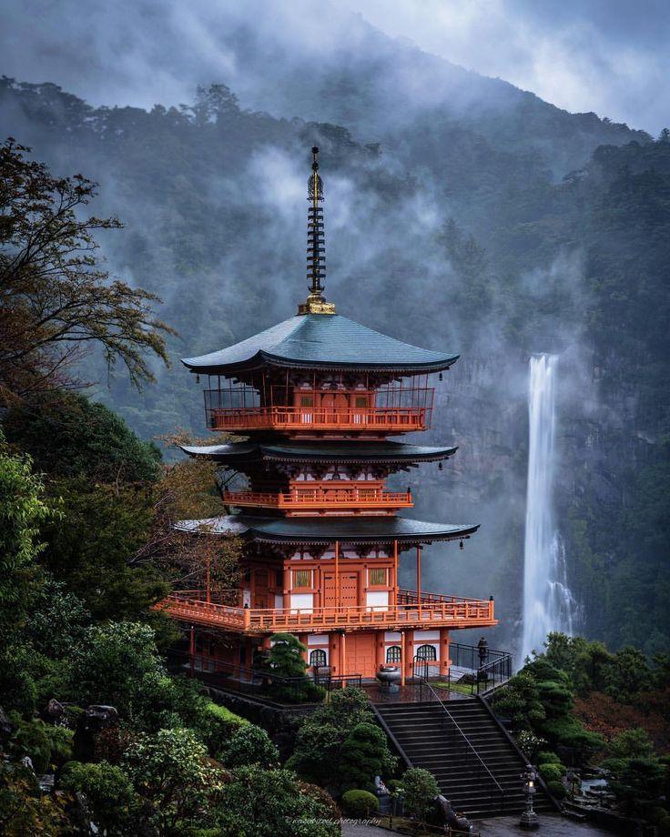 「Soundless sound」 ・ Location:Wakayama JAPAN ・ Nachi Falls in Wakayama Prefecture. It is one of Japan's most famous waterfalls. ・ 那智の滝は台風前の大雨で霧が立ち込めていました。夜明け前に到着しましたが場所が決まらずバタバタと^_^; 数年ぶりに来ましたが言葉に出来ない場所です。写真云々より目で見れて幸せでした^ ^ ・ ・ #igersjp #japanawaits #instagramjapan #dairy_photo_jpn #ig_japan #Lovers_Nippon #japan_of_insta #team_jp_ #bestjapanpics #東京カメラ部 #tokyocameraclub #wu_japan #photo_shorttrip #ptk_japan #art_of_japan_ #phos_japan #kf_gallery_vip #photo_jpn #bestphoto_japan…