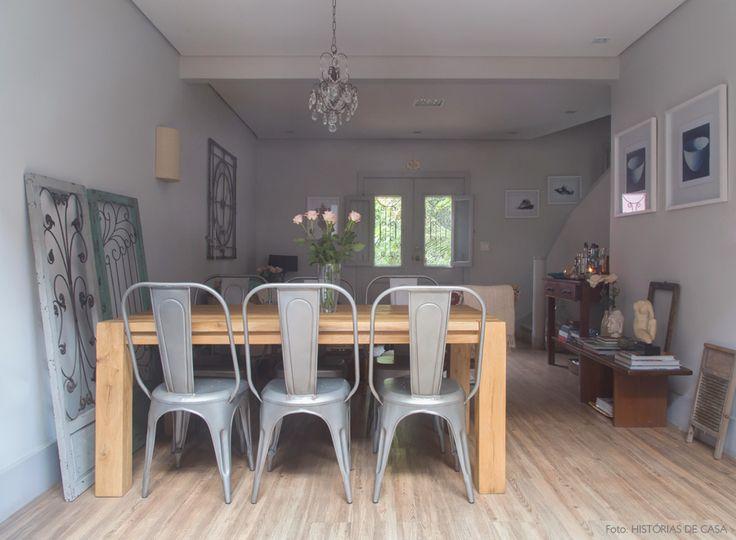 Mix perfeito: mesa rústicas com cadeiras industriais - nós amamos <3 Mais em www.historiasdecasa.com.br #todacasatemumahistoria #tolix #wood #decoração