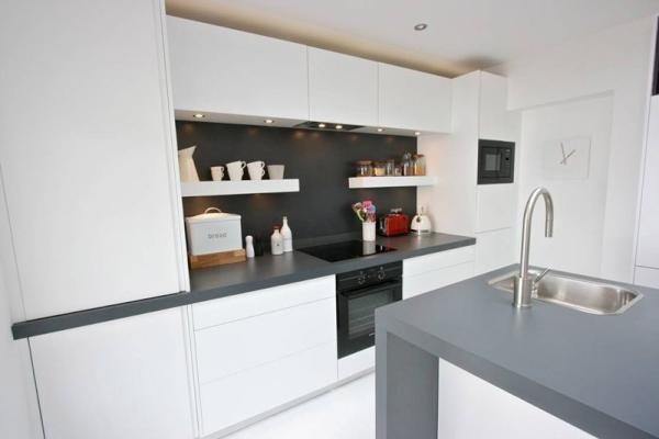 White handleless matt finish kitchen. www.kbstoretrade.co.uk