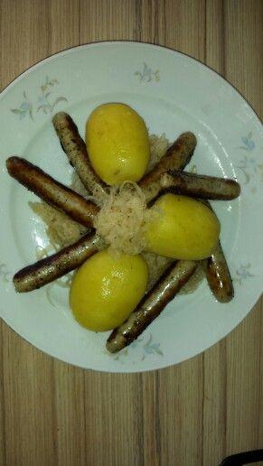 Kartoffeln mit Sauerkraut und Nürnberger Bratwurst