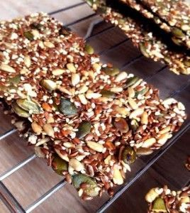 Homemade zaden en pitten crackers, te makkelijk en te lekker! - Toet&Zo