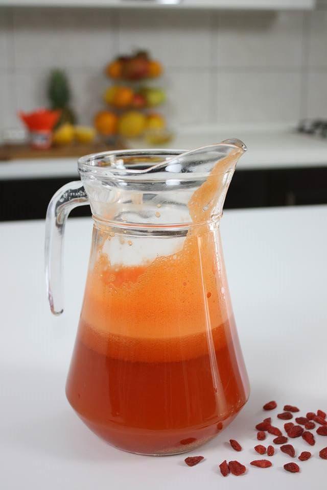 Limonadă cu goji.   Reţeta o puteţi găsi aici în format text dar şi video: http://www.babyboom.ro/limonada-cu-goji/