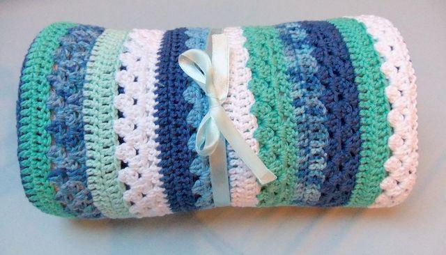 Een prachtig katoenen dekentje, nu helemaal klaar voor de verkoop op www.liefhandwerk.nl