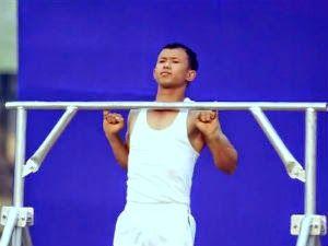 Indiano faz 16 barras se segurando apenas com o dedo mindinho - Curtir Espetacular