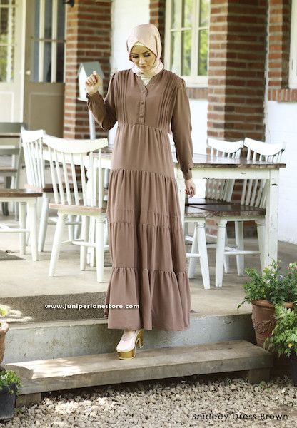 Shirleey Dress Brown - Klik gambar untuk melihat detail dan harga produk Juniperlane di website zilbab.com. Hijab, Jilbab, Fashion Hijab, Juniperlane Hijab, Hijabi, Juniper Hijab, Juniper Lane.