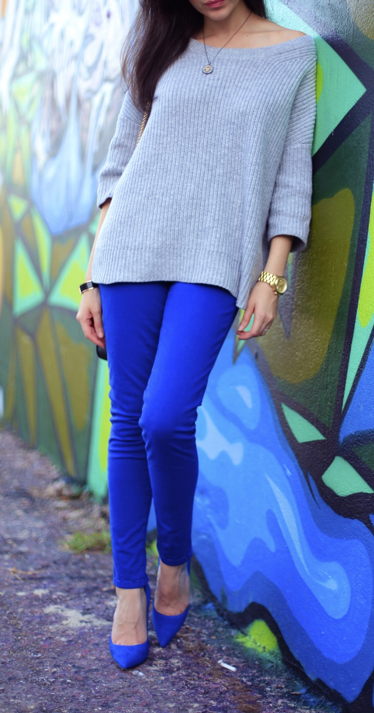 cobalt blue jeans and a slouchy grey sweater