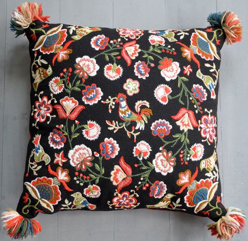 Skånsk yllebroderad kudde. Scanian whool embroidery pillow