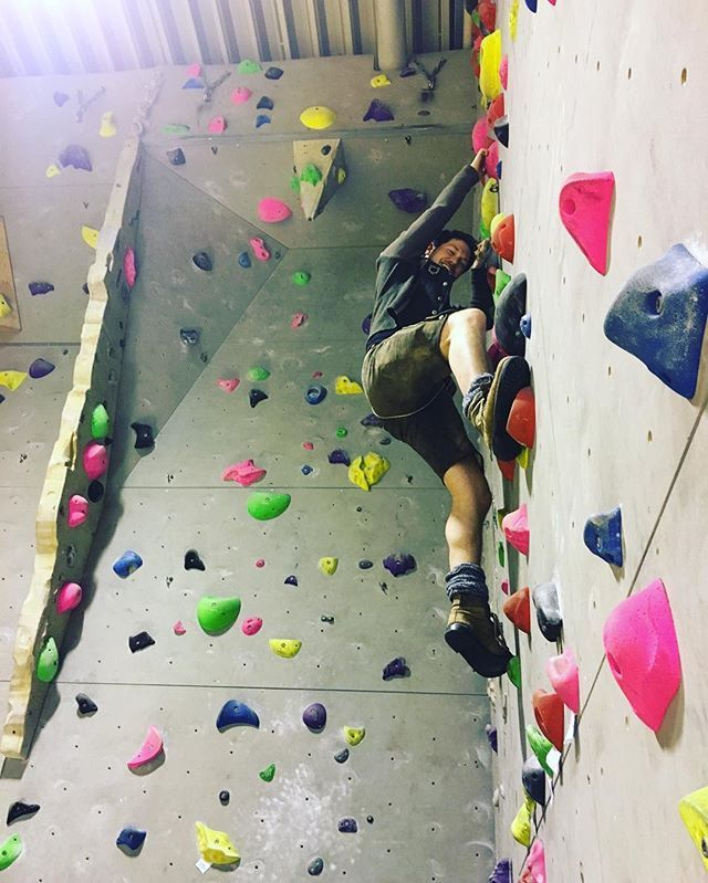 Wer hat gesagt, mit der Ledernen kann man net klettern?!;) #hochhinaus #klettermax #voxxclub #inderpause #backstage #heute #köln #lederhose #festderfeste #